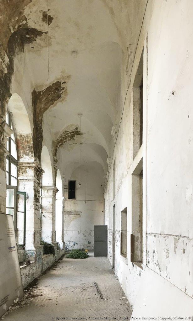 Ostuni.-L'ex-convento-dei-PP.-Carmelitani.-Braccio-nord-sud-al-piano-terra-del-chiostro.