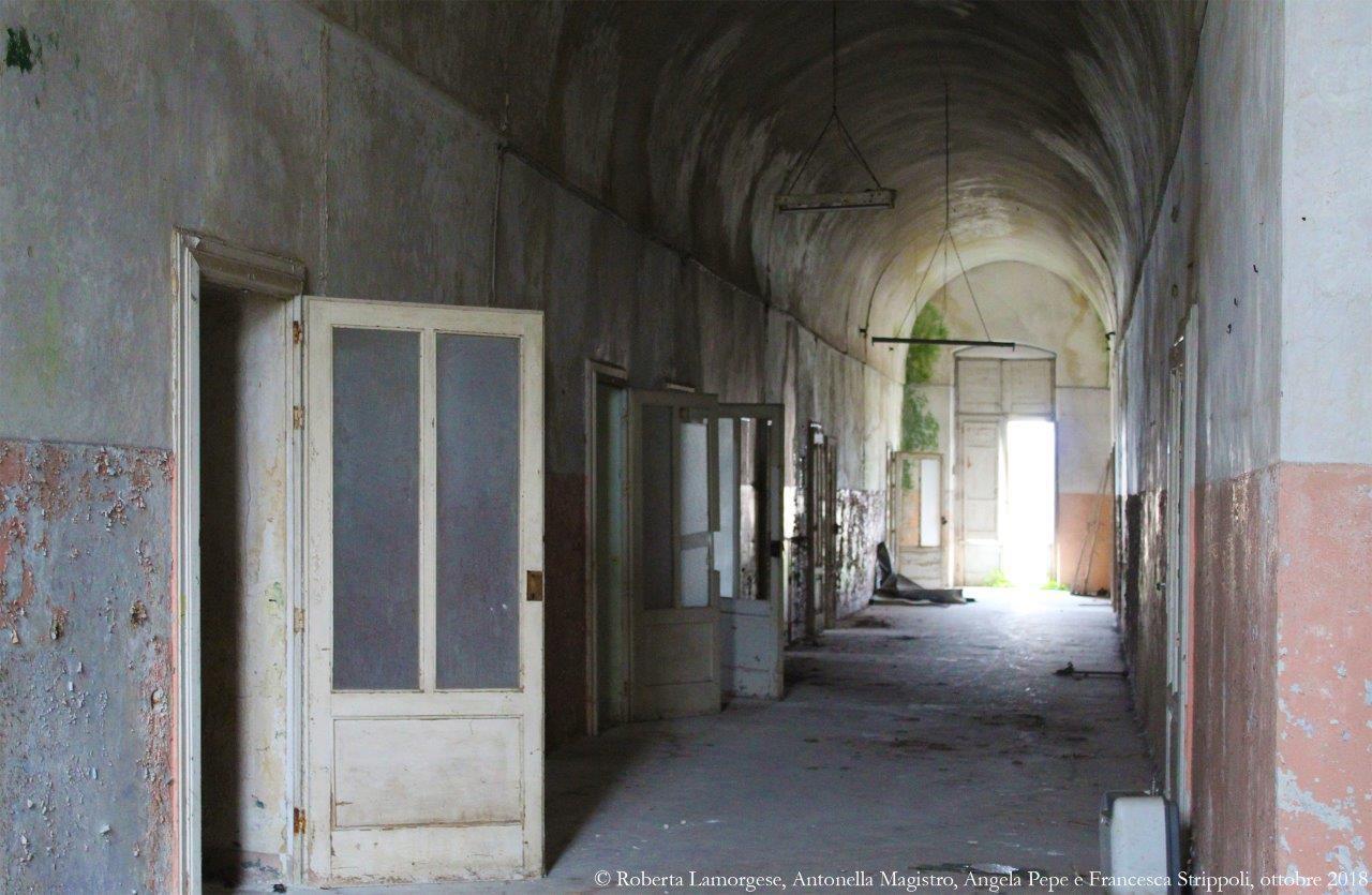 Ostuni.-L'ex-convento-dei-PP.-Carmelitani.-Corridoio-sud-nord-al-primo-piano.