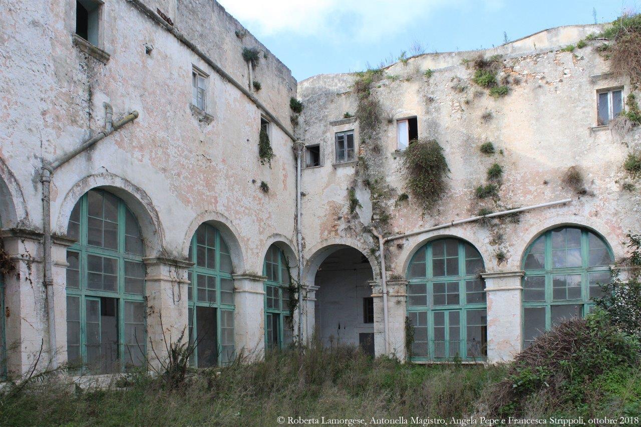 Ostuni.-L'ex-convento-dei-PP.-Carmelitani.-Il-chiostro-